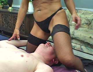 PUSSY GRINDING UPTOWN MILF
