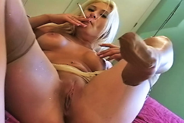 Smokers Blow handjob