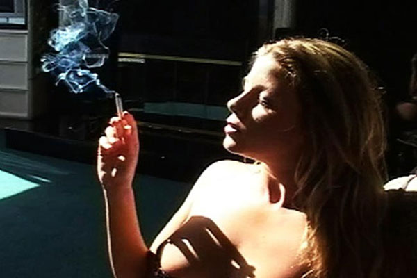 Smokers pretty Tits