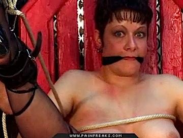 Fetish Sex : Fear in her eyes!